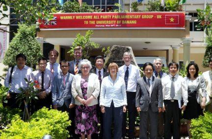 Delegation welcomed at Da Nang University