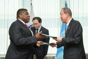 IPU Secretary General, Martin Chungong and UN Secretary General, Ban Ki Moon, exchange copies of the new UN/IPU Cooperation Agreement signed on 21 July 2016