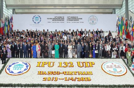 Family Photo of participating MPs at the 132nd IPU Assembly in Hanoi