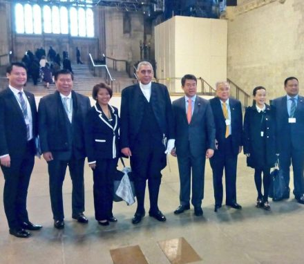 Members of the Philippines Senate delegation welcomed to Westminster by the Serjeant at Arms.JPG