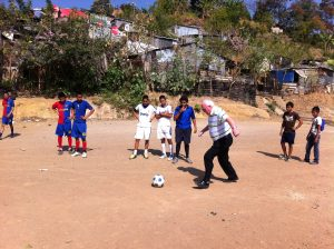 """Ronnie Campbell MP joins in with UK-funded community initiative """"combating gang violence through sport"""" in Mejicanos, El Salvador"""