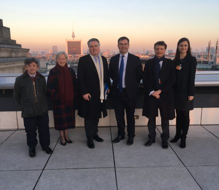 Delegation on top of the Reichstag