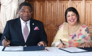 IPU Secretary General Chungong and Speaker of the National Parliament of Bangladesh, Dr Shirin Sharmin Chaudhry sign the 136th Assembly Agreement