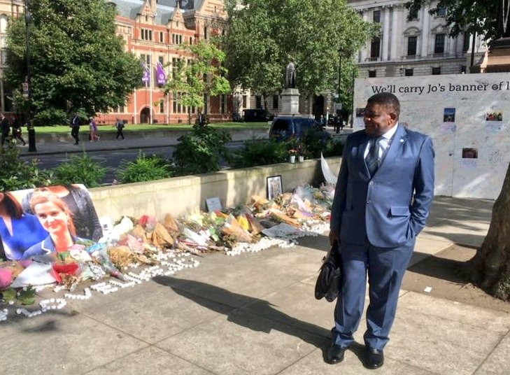 The IPU Secretary General pays his respects at a memorial to Jo Cox MP in Parliament Square in 2016