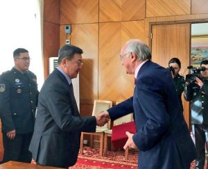 The UK Delegation Leader, Lord Howard meets the Defence Minister of Mongolia, Mr Enkhbold