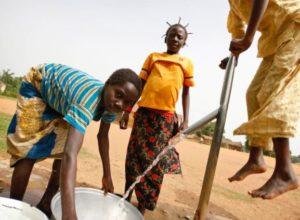 Children in the Central African Republic pump clean water from underground. © Marielle van Uitert/UNDP