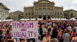 Women protest in front of the Swiss Parliament during a nationwide women's strike for gender equality. © Stefan Wermuth AFP